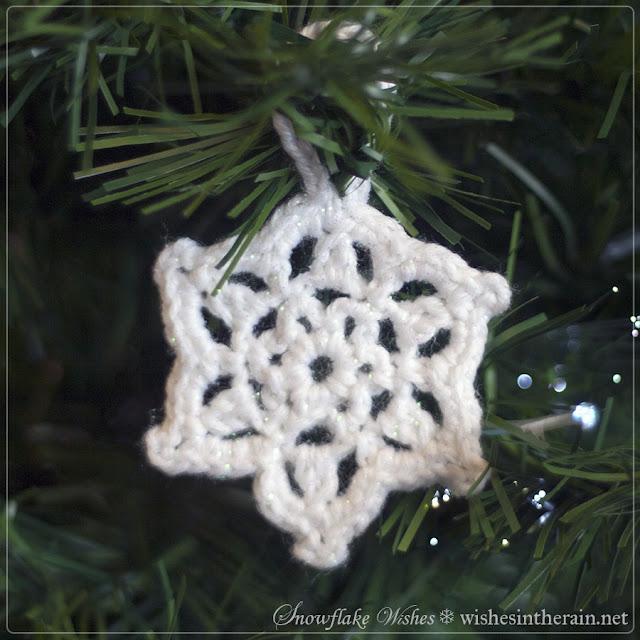 crochet snowflake christmas decoration with loop - www.wishesintherain.net