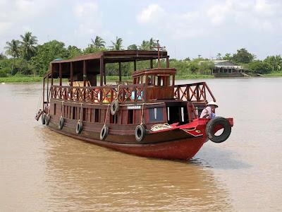 Mekong+Ferry+Boat.jpg (700×525)