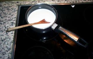 cazo con nata y leche al fuego