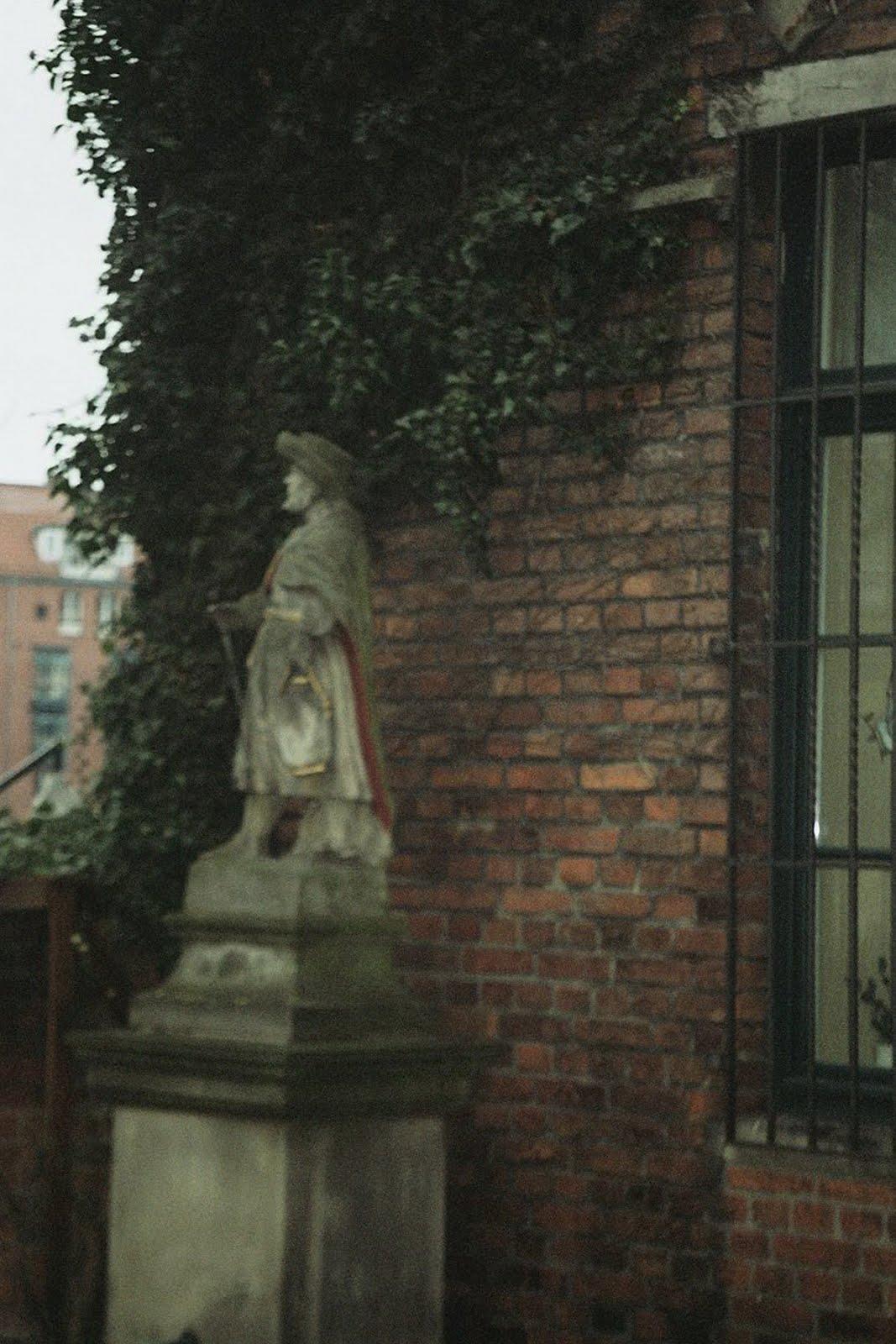 Jacobus vor der Martinikirche