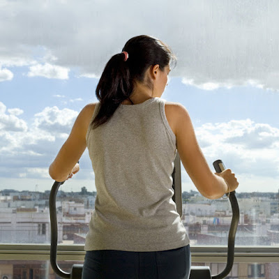 How to Lose Weight Using an Elliptical Trainer (7 Steps)