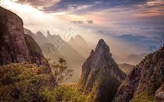 Serra e pico Dedo de Deus