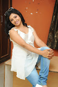 Shweta glam photos stills-thumbnail-9