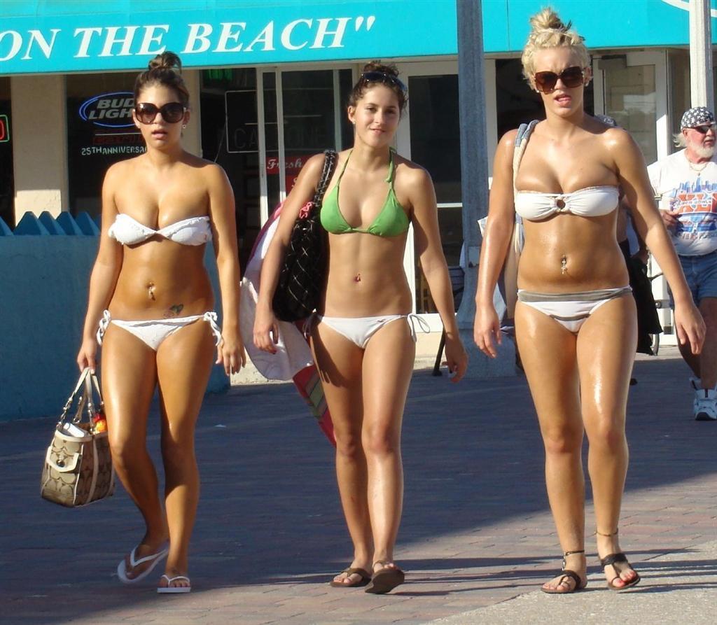 Itsy Bikini: Candid Bikinis