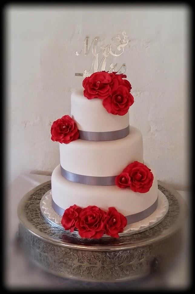 delana 39 s cakes red roses wedding cake. Black Bedroom Furniture Sets. Home Design Ideas