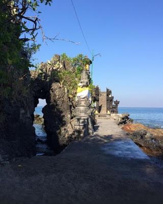 batu berlobang pura lombok
