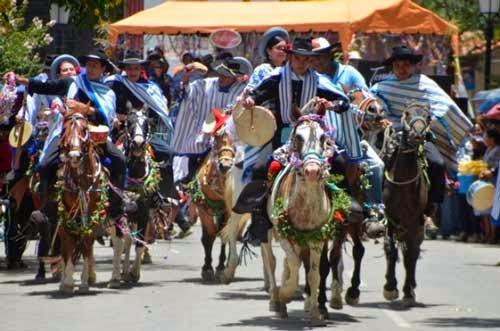 La tradicional caballada dio inicio al Carnaval Chapaco