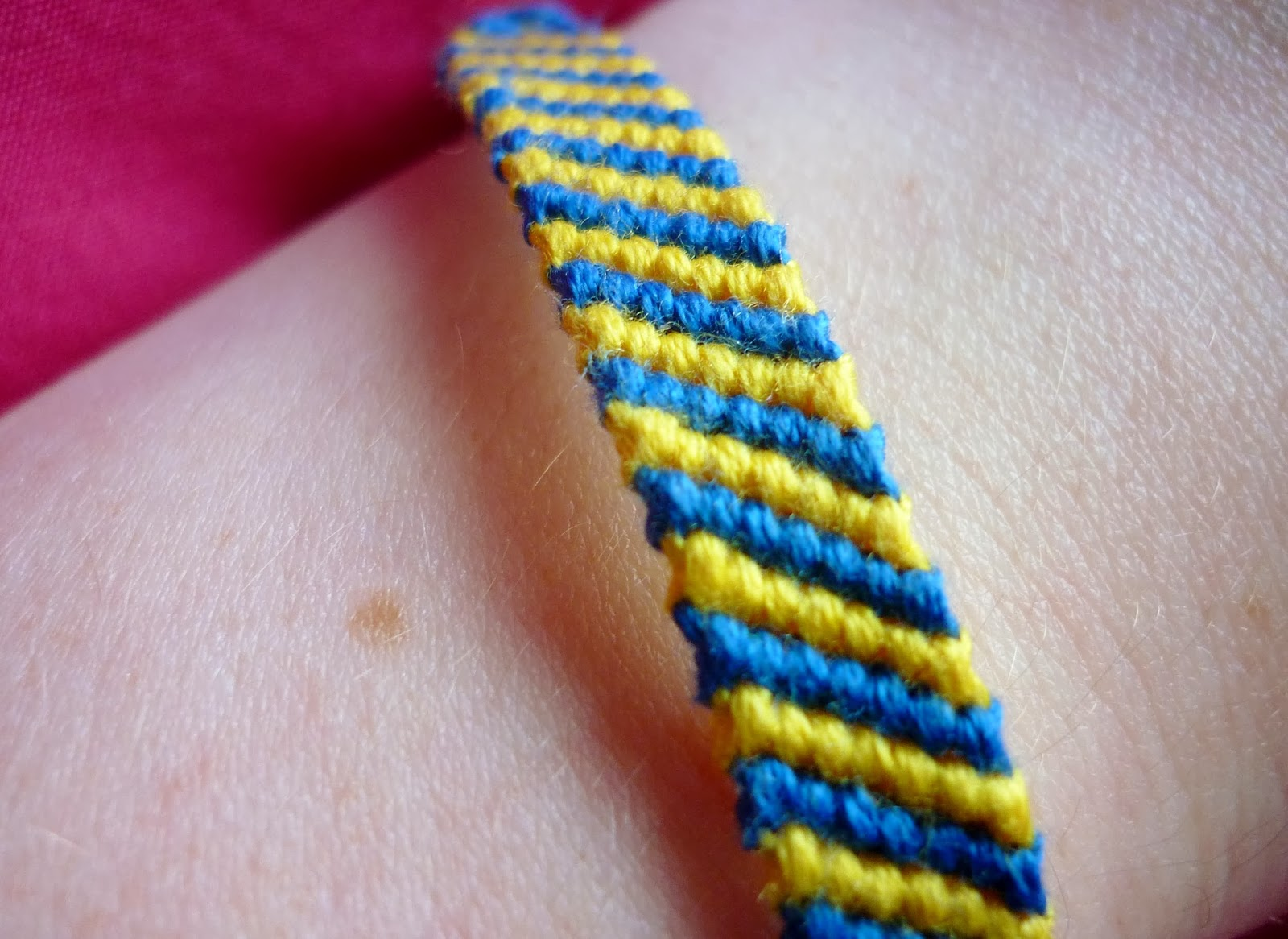 Welcome To The Cozy Corner Of Craft: Friendship Bracelets For Beginners Pt3:  Candy Stripe Bracelet!