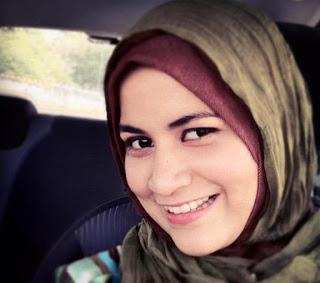 Ana Raffali bertudung
