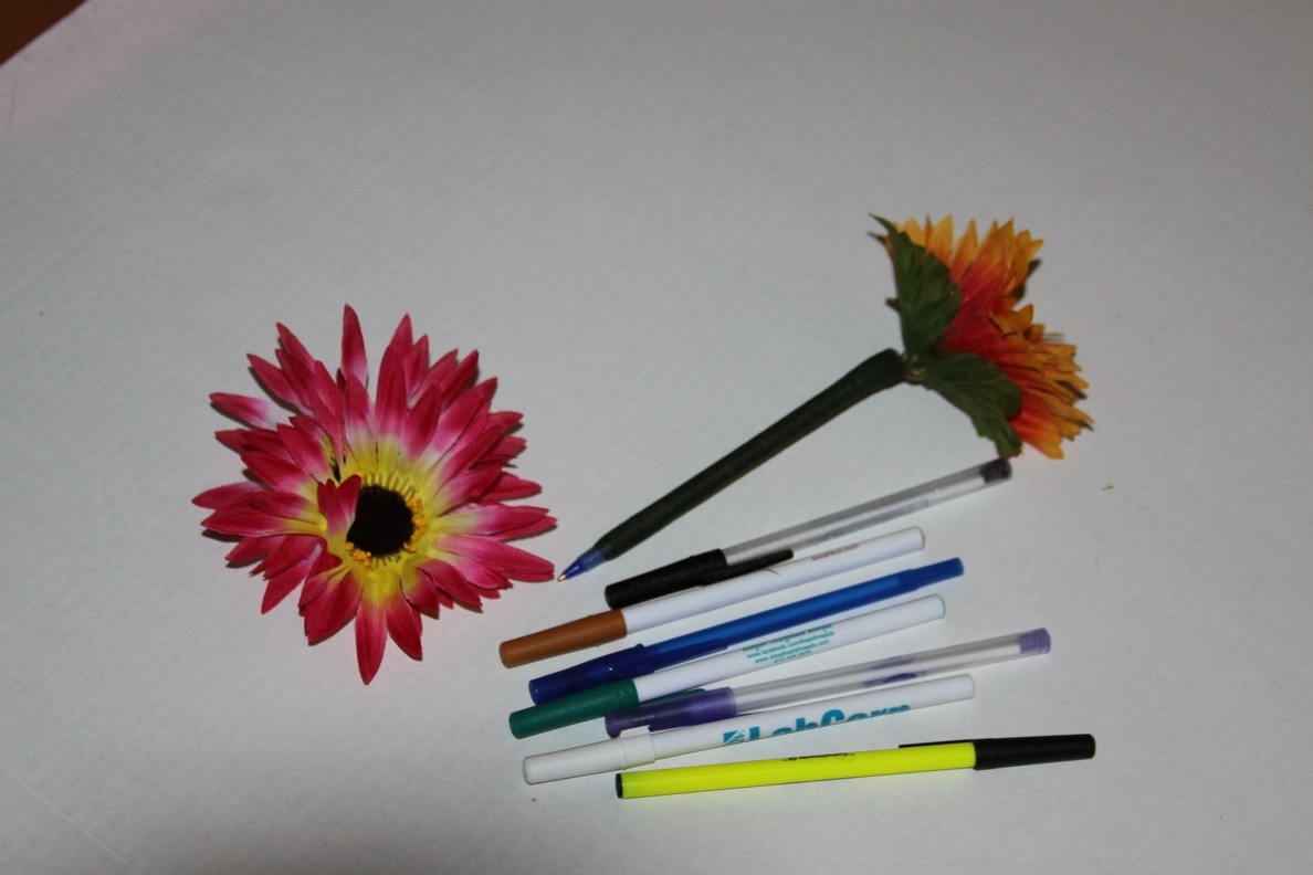 How to make flower pens just in time for mothers day famous how to assemble mightylinksfo