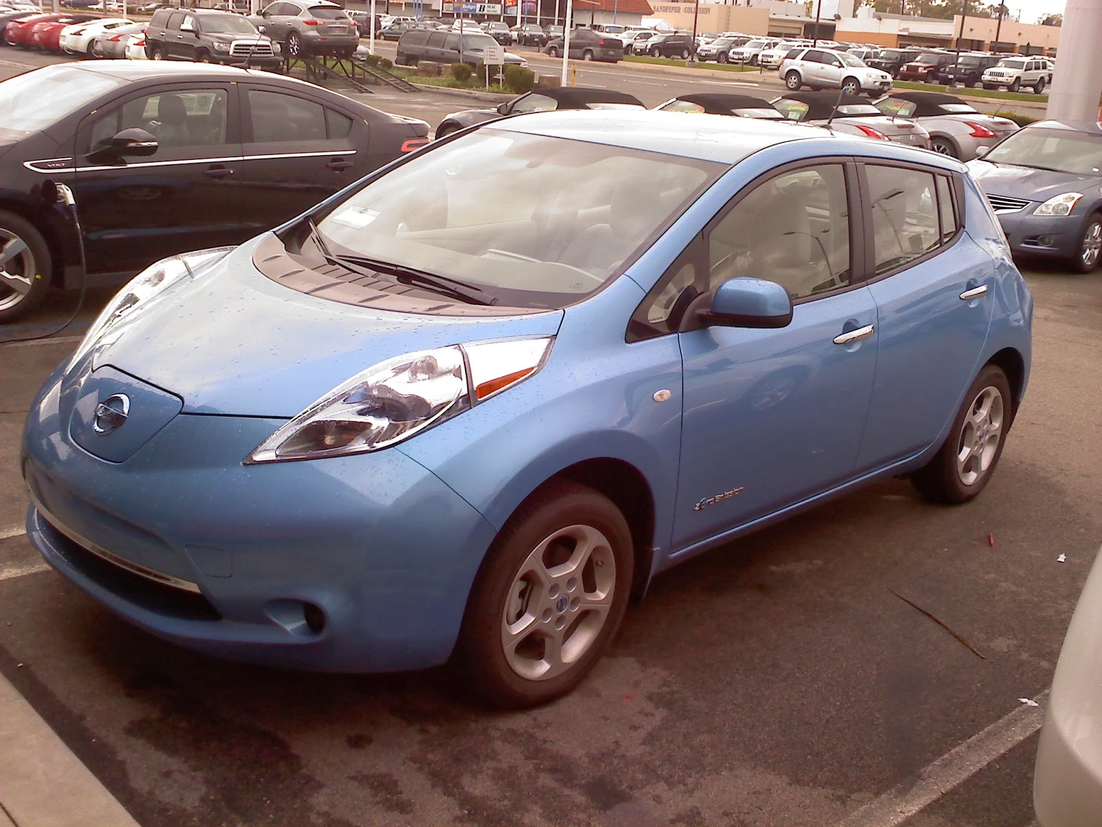 carscoops battery with a to kwh nissan single km up lease on charge new covers leaf
