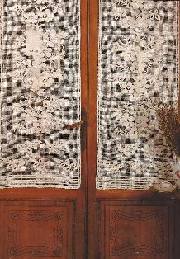 Patr n 7 cortina a crochet ramos de flores ctejidas for Cortinas ganchillo