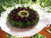 Csokitorta erdei gyümölcsökkel