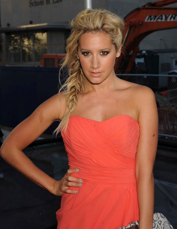 Ashley Tisdale – Nicole Miller Fashion Show in New York