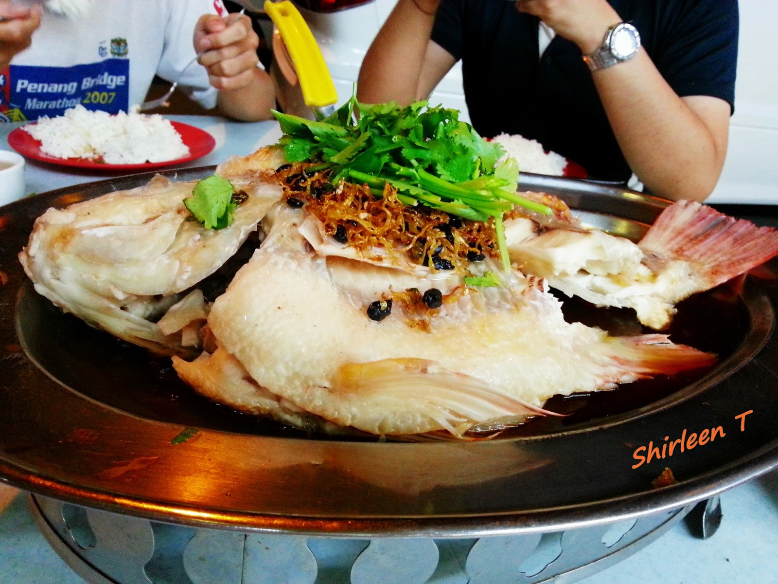 Restaurant fast food fish head tai kei sri for Fast food fish restaurants