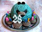 Citromhab krémes Cookie Monster torta, kék színű tésztával, mézes puszedlivel a szájában.