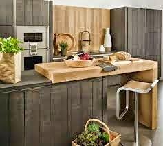 Isla integrada en la cocina mediante guías