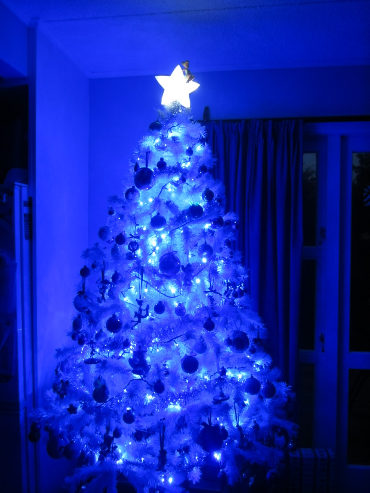 White christmas tree with blue and green decorations - photo#24