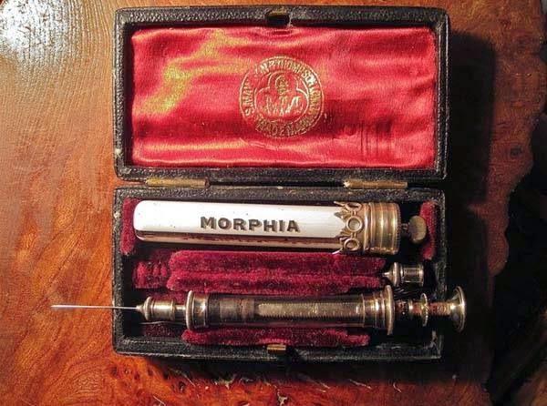 bukti-peninggalan-sejarah-paling-mengerikan-di-dunia-set-obat-morfin