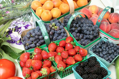Focus on Life: Week 33 ~ In season: The farmer's market in Burlington, ON, a lovely late summer harvest: fruits: strawberries, peaches, grapes, balckberries, blueberries, appricots :: All Pretty Things