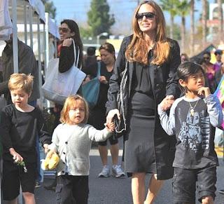 Angelina Jolie con posible embarazo y junto a sus hijos
