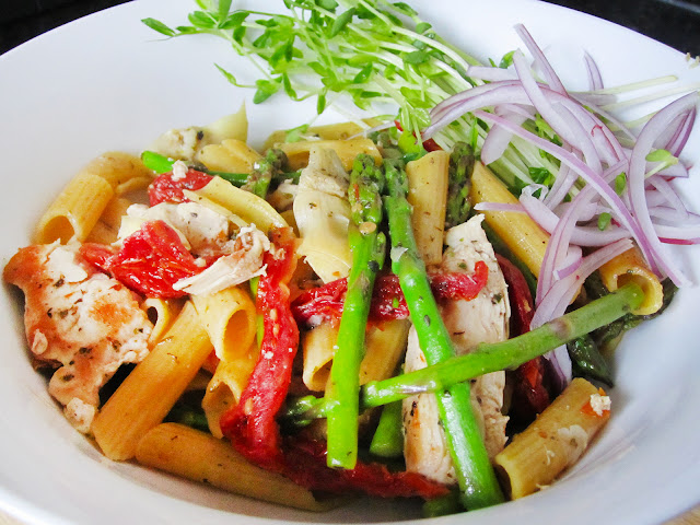 Jen's Pasta: chicken, sundried tomato, artichoke, asparagus and penne