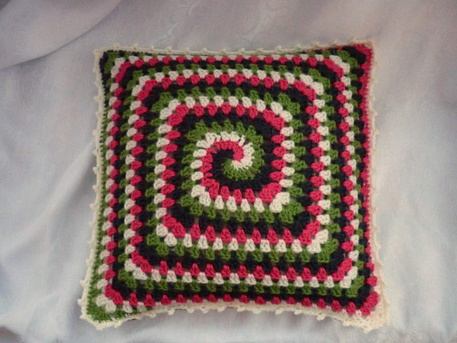 Free Crochet Patterns For Square Pillows : colour in a simple life: Groovy Granny Pillow