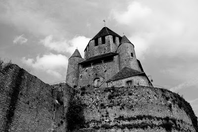 À Provins (France), by Guillermo Aldaya / PhotoConversa