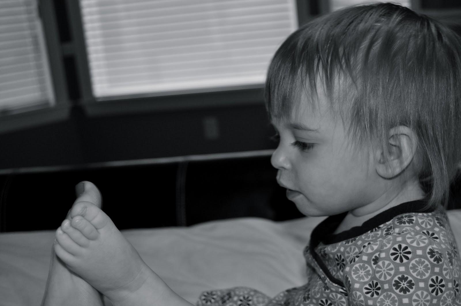 Footsie babies порно видео