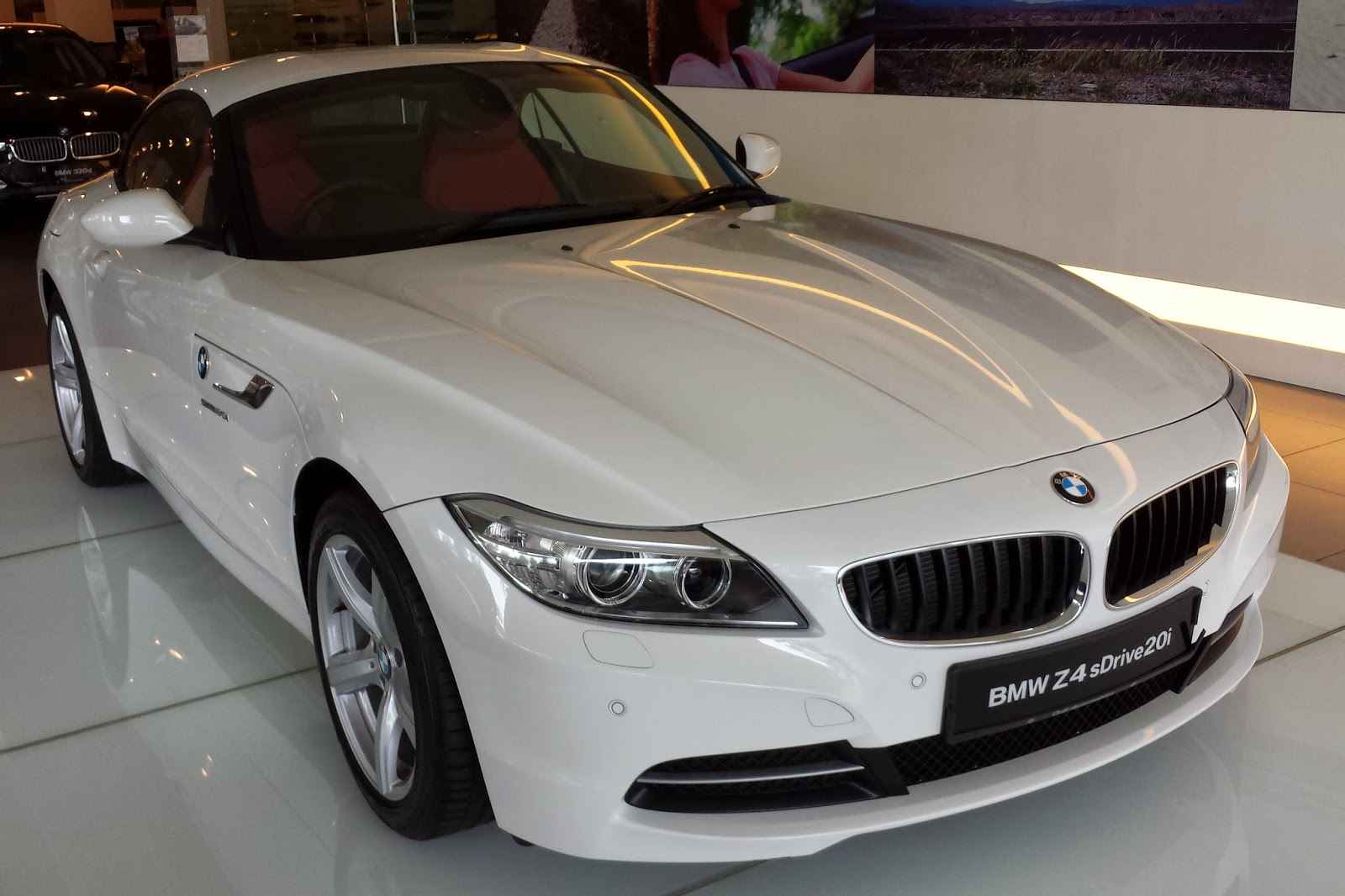 The Layman Auto: The red-leather BMW Z4