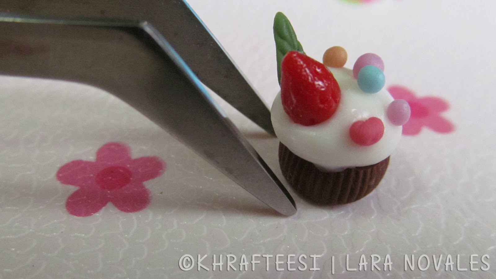 Cold porcelain clay mini cupcake 2