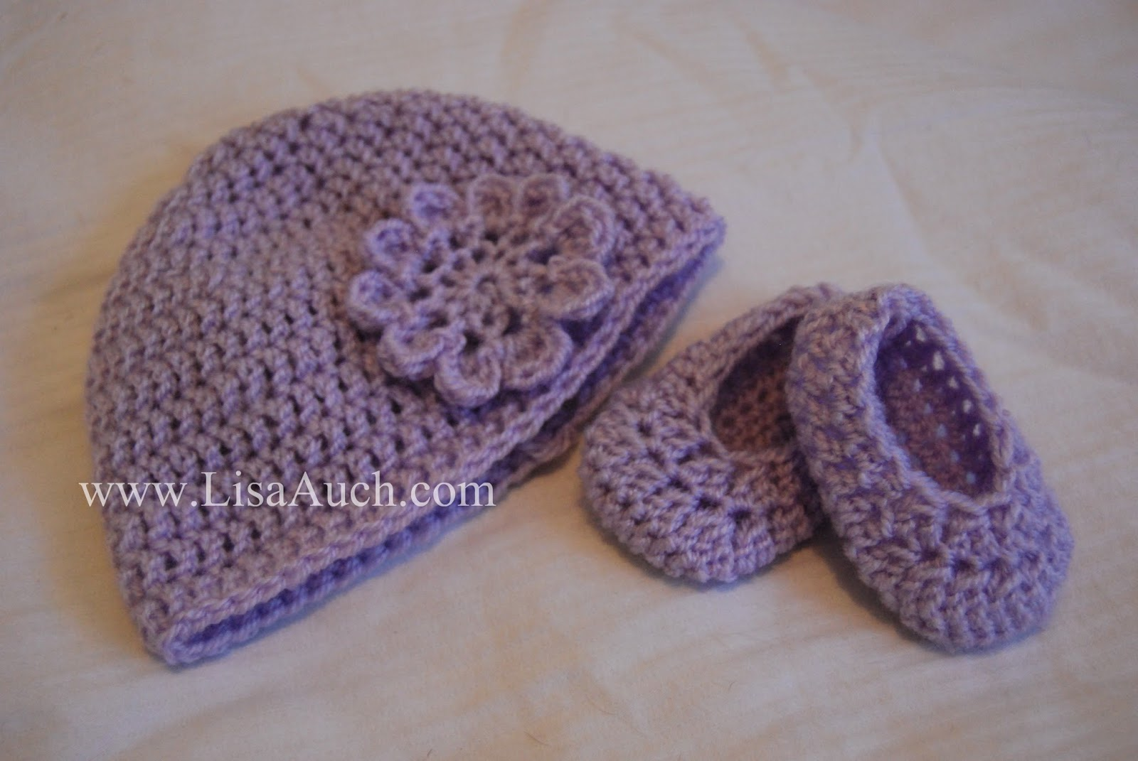 Free Crochet Patterns For Baby Toddler Hats : Free Crochet Baby Booties and Hat Pattern