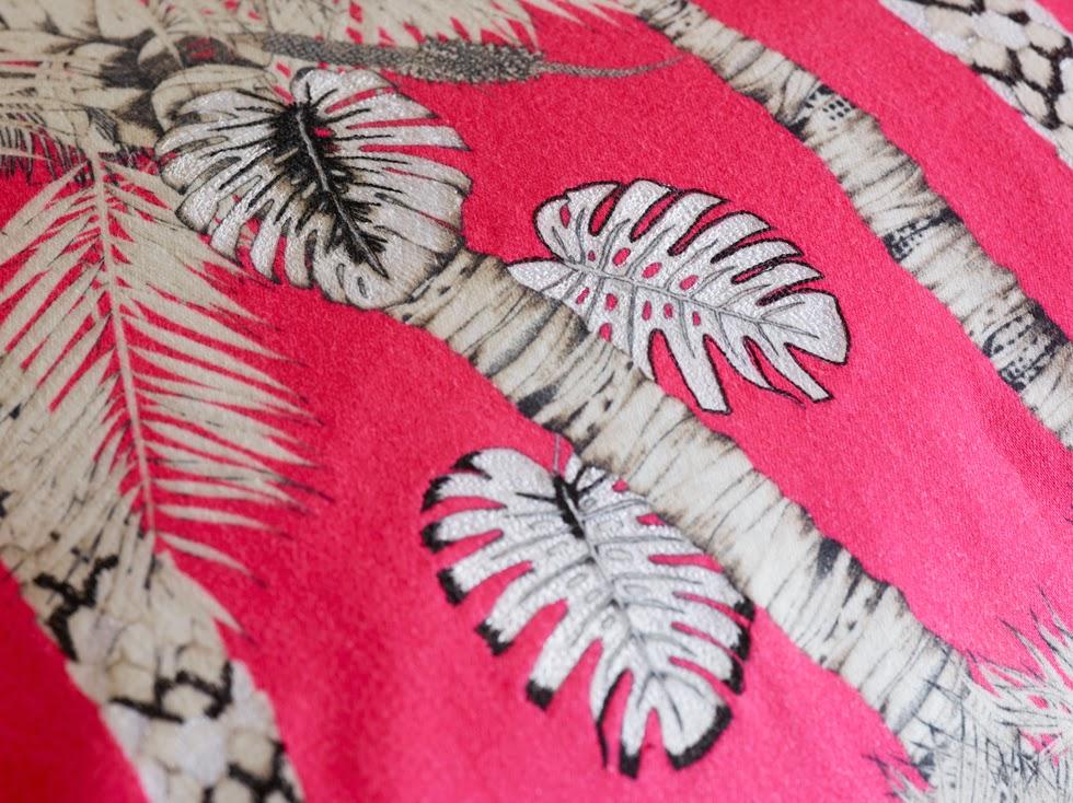 tela motivos de selva en rosa fucsia