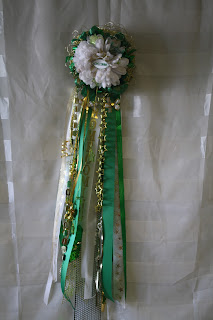 Single Wire Homecoming Mum in green, gold, and white
