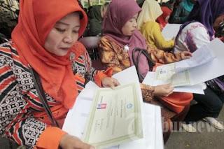 guru yang telah memiliki sertifikat pendidik memperoleh tunjangan profesi.