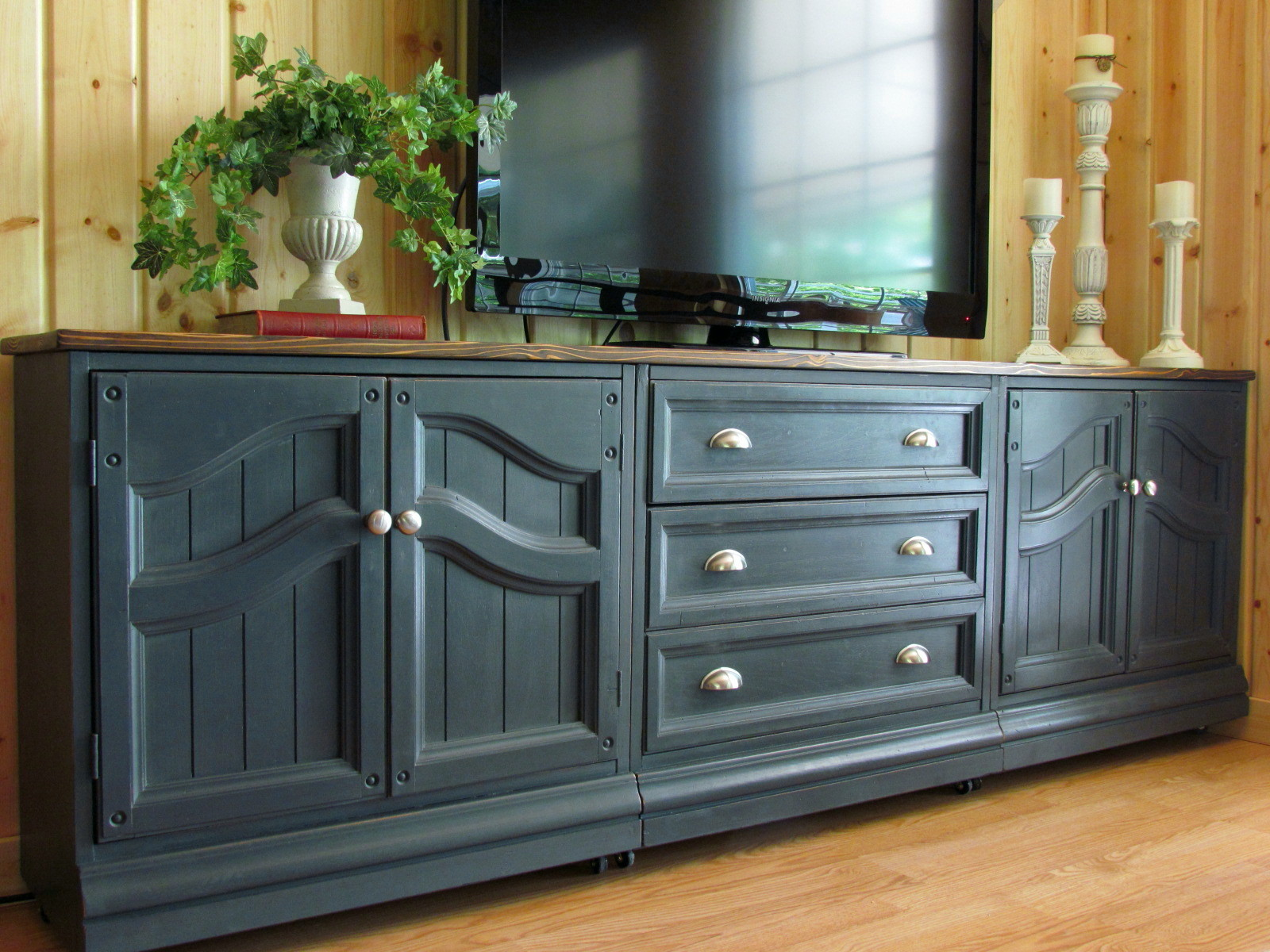 TV Cabinet in Graphite & Wildwood Creek: TV Cabinet in Graphite