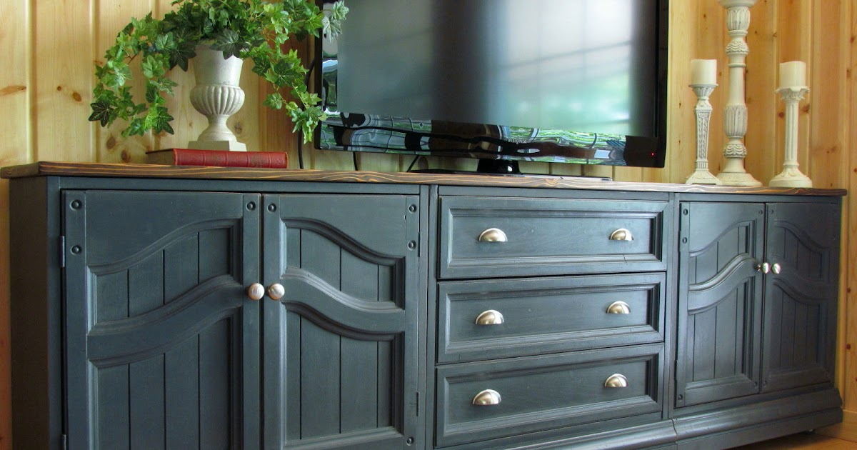 Chalk painting kitchen cabinets for Can i paint kitchen cabinets with chalk paint