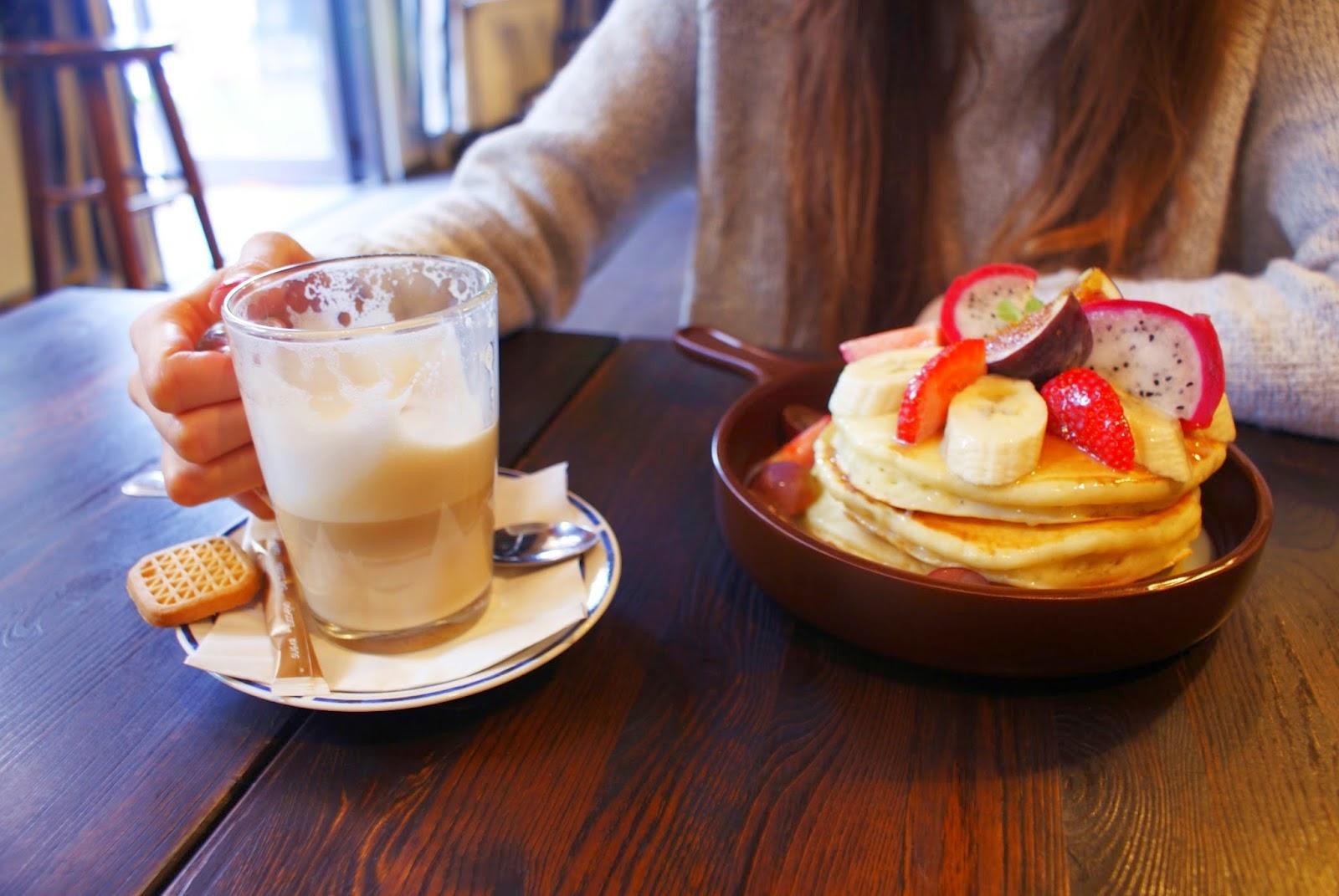http://teczawsloiku.blogspot.com/2014/09/central-cafe-najlepsze-sniadanie-we.html