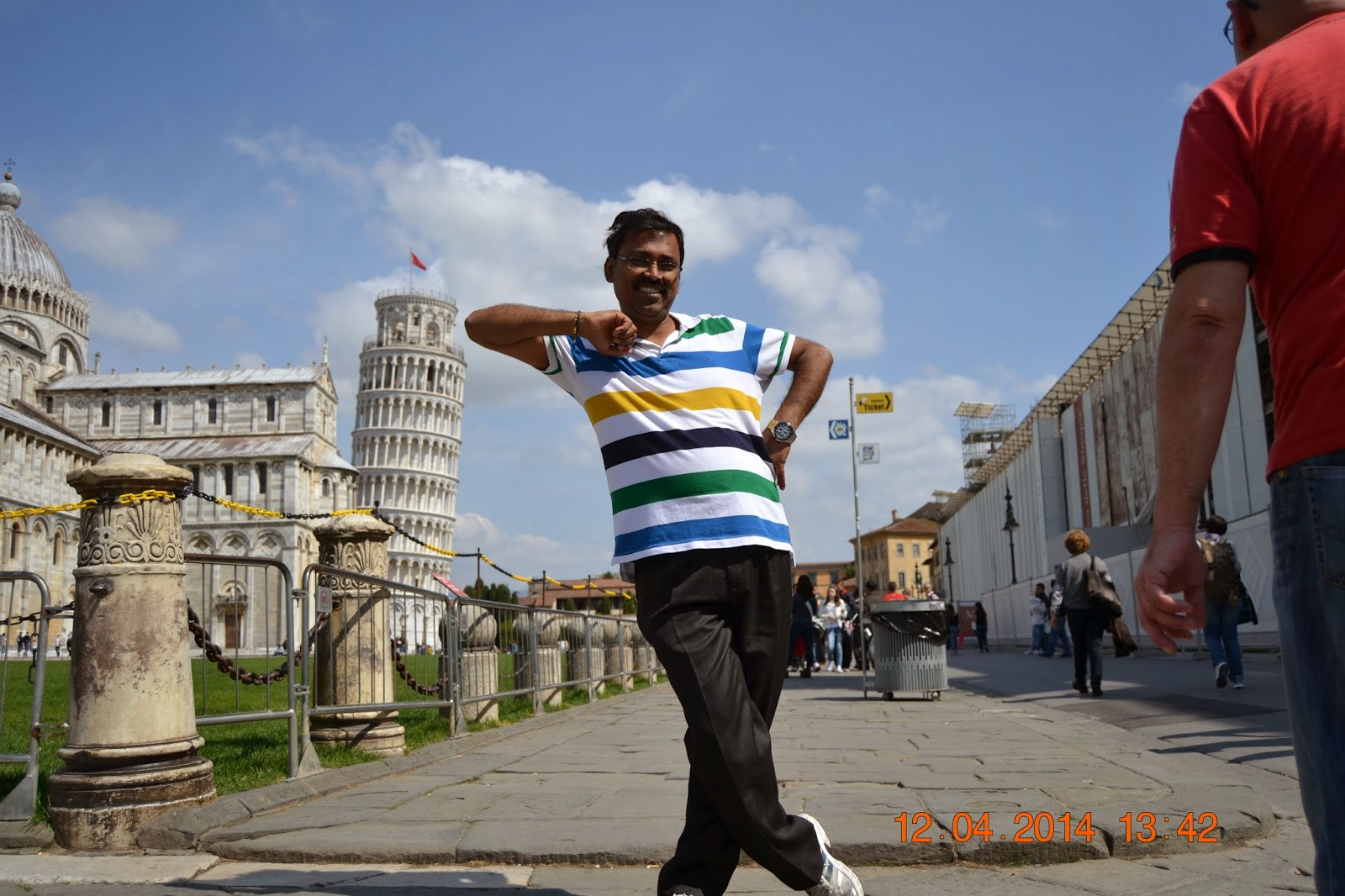 Mjothi Leaning on the Leaning tower of Pisa