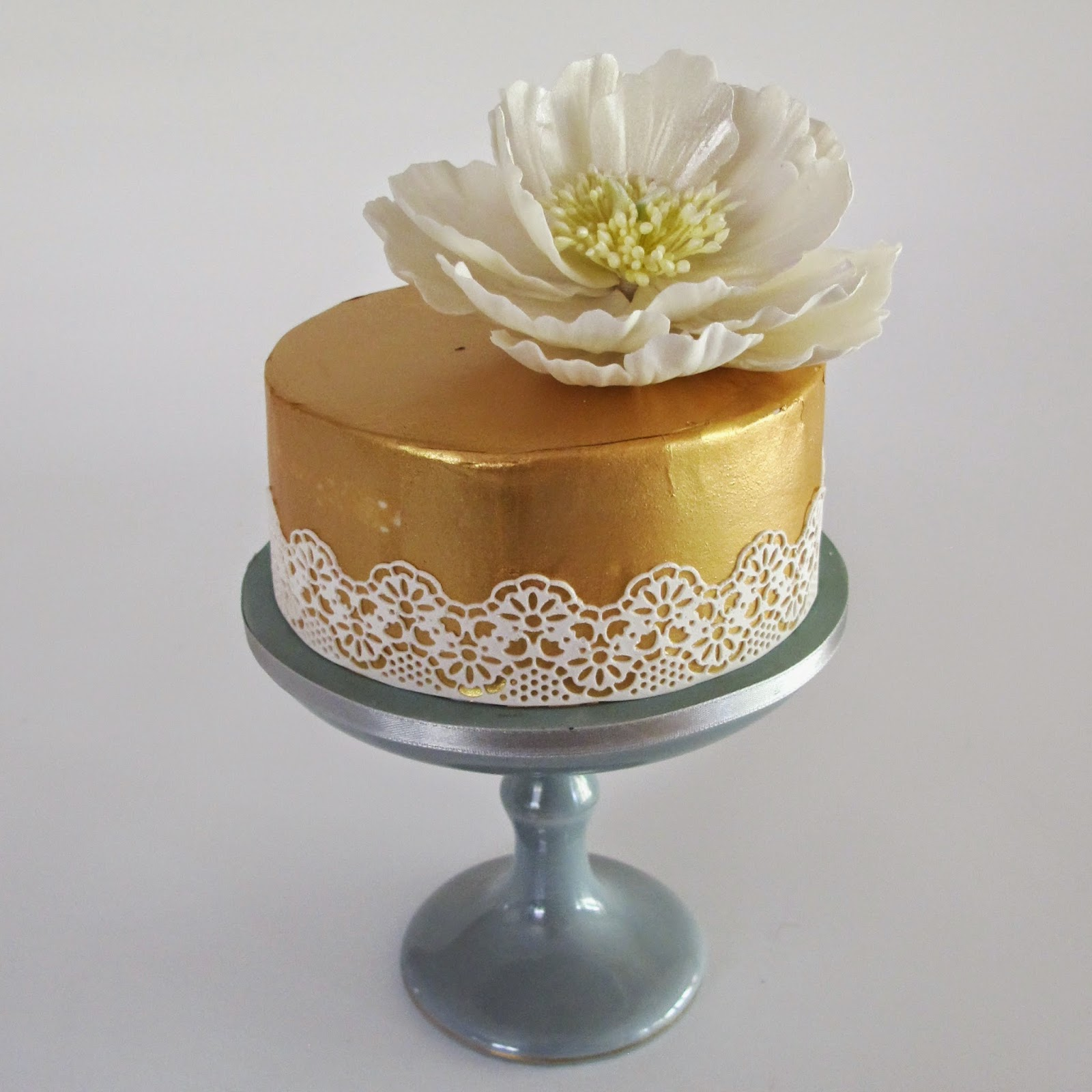 Cake Decorating Gold Leaf : Anna Maria Cake Design: How to create faux Gold leaf using ...