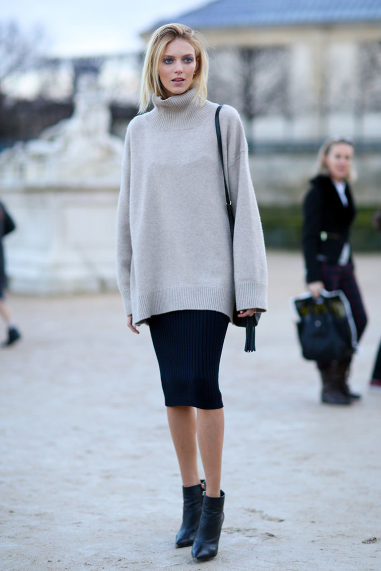 Anja Rubik, model off duty, street style, photographed by Tommy Ton at Paris fashion week. Céline oversized turtleneck sweater