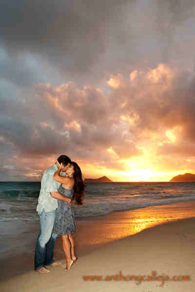 Hawaii honeymoon photographers for Best vacations in december for couples