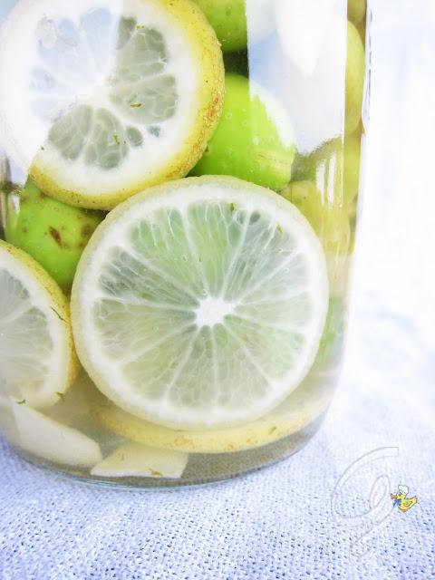 Olive in salamoia con zenzero, limone e menta