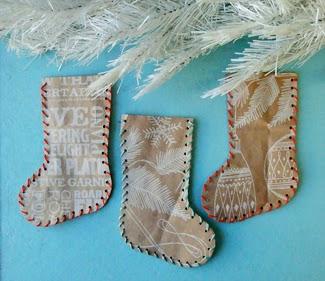 Calcetines de navidad con materiales reciclados en Recicla Inventa