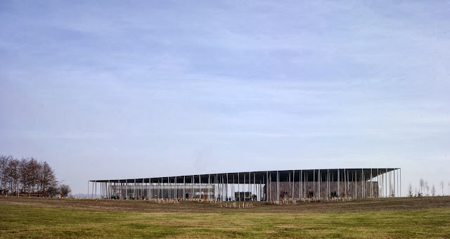 04-Stonehenge-Visitor-Centre-by-Denton-Corker-Marshall