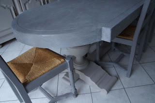 table-salle-à-manger-en-chêne-patinée-lin-taupe-lille-nord-urlu-et-berlu