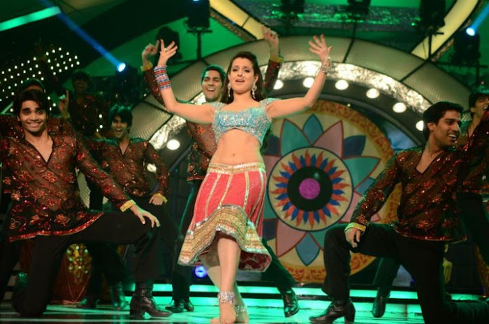 amisha patel from apsara awards unseen pics