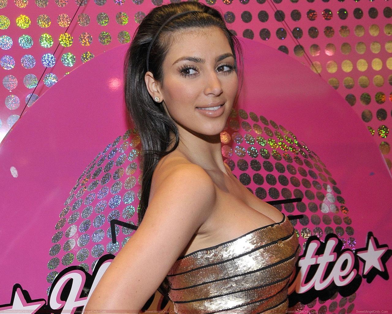 http://2.bp.blogspot.com/-2o5DBv6gszk/TXj6_02AeHI/AAAAAAAAFZ0/Yyvn3BXrNfA/s1600/actress_kim_kardashian_hot_wallpaper_sweetangelonly_16.jpg