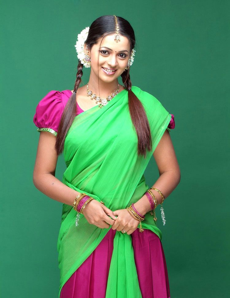 Tollywood actor and actress wallpaperskollywoodhollywoodbollywood bhavana latest green off saree stills altavistaventures Image collections