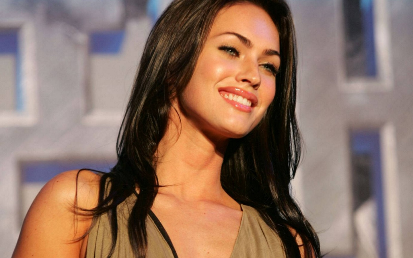 http://2.bp.blogspot.com/-2oEeX_I6Rrk/TusJ7NEK7JI/AAAAAAAADhs/-oEurDQGDoo/s1600/Girl+Hairstyle%252C+Photo+Gallery%252C+Megan+Fox+Hairstyle%252C+Celebrity+Megan+Fox+Hairstyle%252C+Megan+Fox+Hairstyle+Photo%252C+Latest+Megan+Fox+Hairstyle%252C+Megan+Fox+Hairstyle+Cutting+%252870%2529.jpg